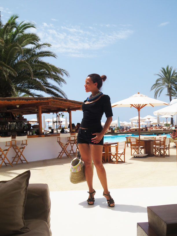 short-negro-angienewlook-angie-reyn-personal-shopper-madrid--image-consultant-que-me-pongo-en-ibiza