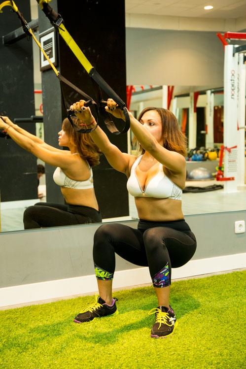 angienewlook-moda-estilo-de-vida--sentadillas-con-trx--jumping-squats-angie-reyn--madrid--nine-fitness-alberto-rodriquez