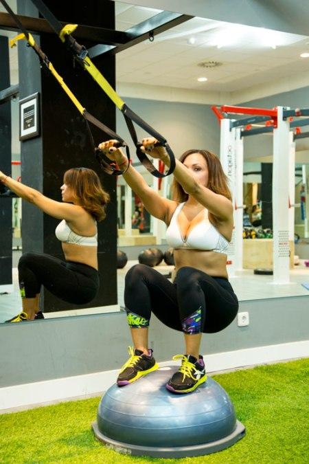 angienewlook-trx-body-builder-nine-fitness-gym-work-out--bosu-squats-entrenamiento-mundo-fitness