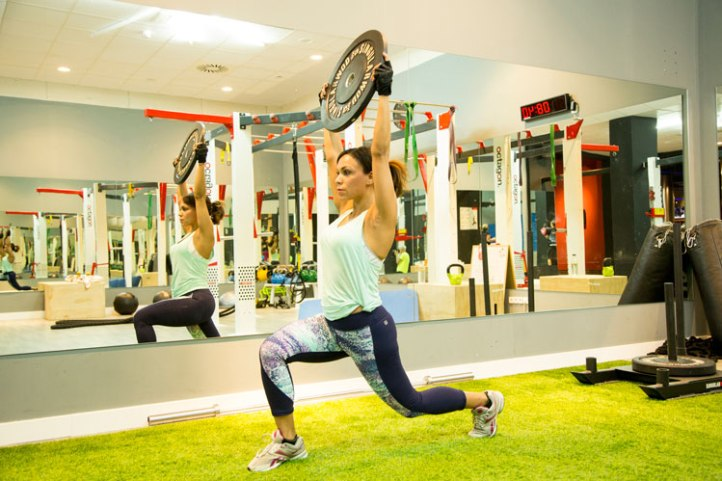 lunge-over-air-angie-reyn-angienewlook-training-gym-clothes