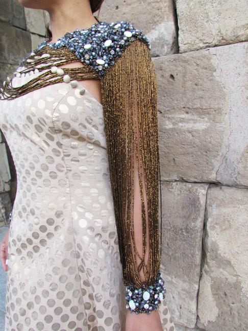 vestido-con-pedrería-bordado-vintage