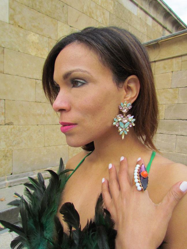 alta-joyeria-vintage-feather-dress-templo-de-debod-madrid-international-stylist