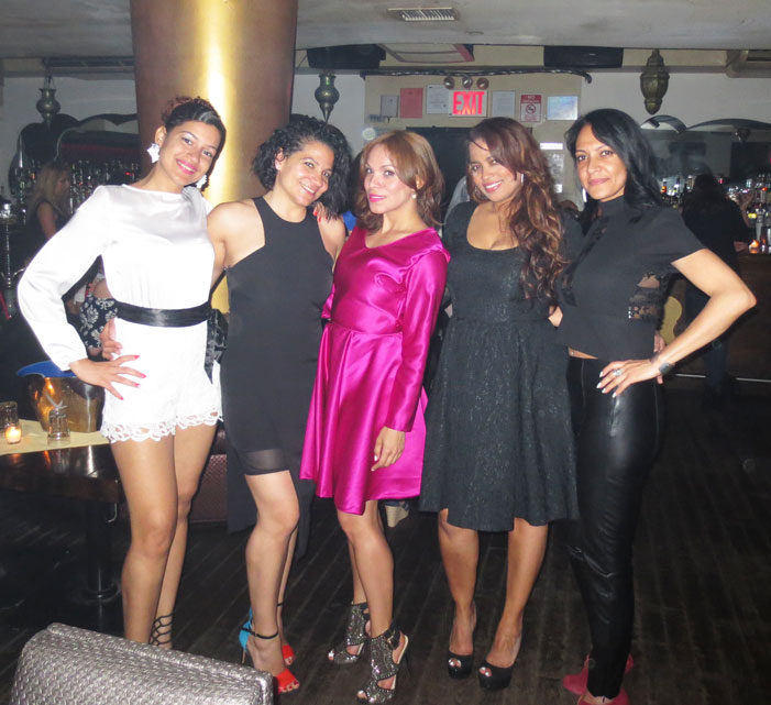 black-and-white-party-lady-in-pink-ladylike-style