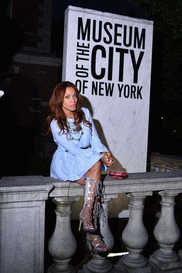 fashion-editorial-como-ser-blogger-de-moda-trendsetter-angie-little-blue-dress-silver-sandals
