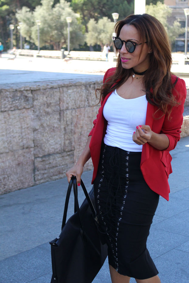 almagores-red-blazer-angie-reyn-angienewlook-plaza-de-colon-madrid-street-style