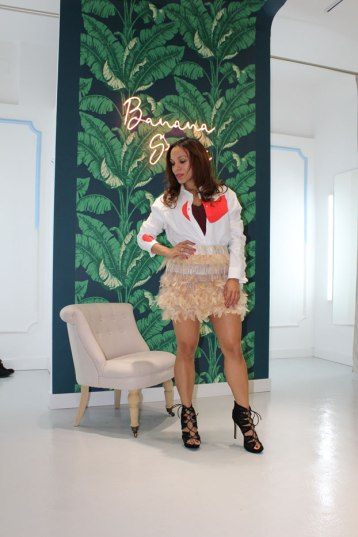 angie-reyn-feather-skirt-falda-de-plumas-sr-amor-design-banana-store-pelayo-31-xmas-look