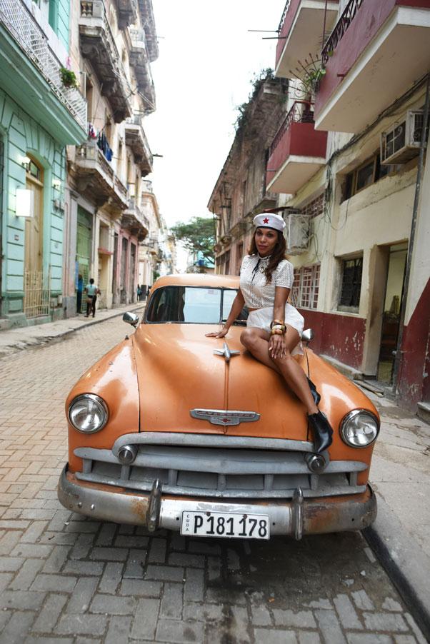 carro-antiguo-cuba-calles-de-la-habana-havana-decadency