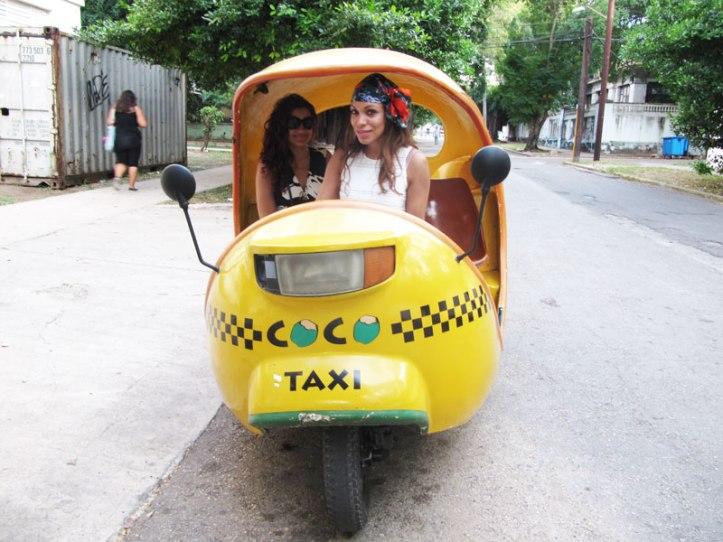 coco-taxi-habana-vestido-largo-blanco-para-ir-a-cuba-angie-reyn