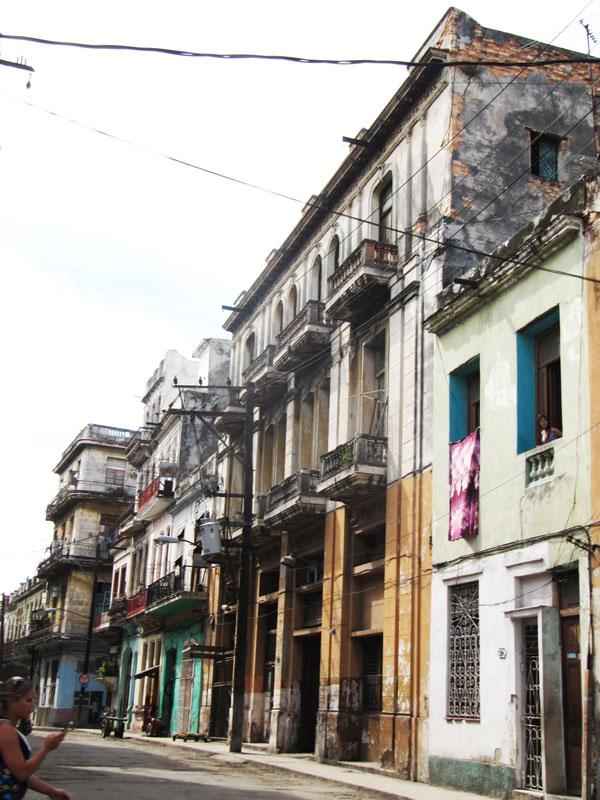 edificios-viejos-en-la-habana-old-buildings-in-havana