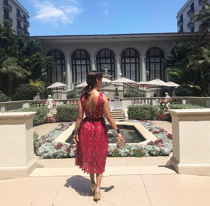 palm beach, decalogue of the perfect wedding guest, daytime wedding, headpiece use, decalogo de la invitada de bodas perfecta,