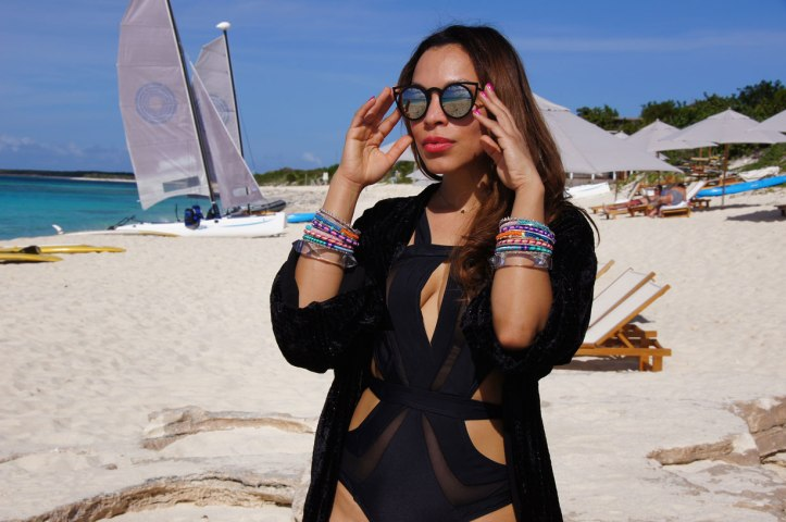 beach-club-traje-de-baño-negro-black-swimwear-sail-boat-long-island-luxury