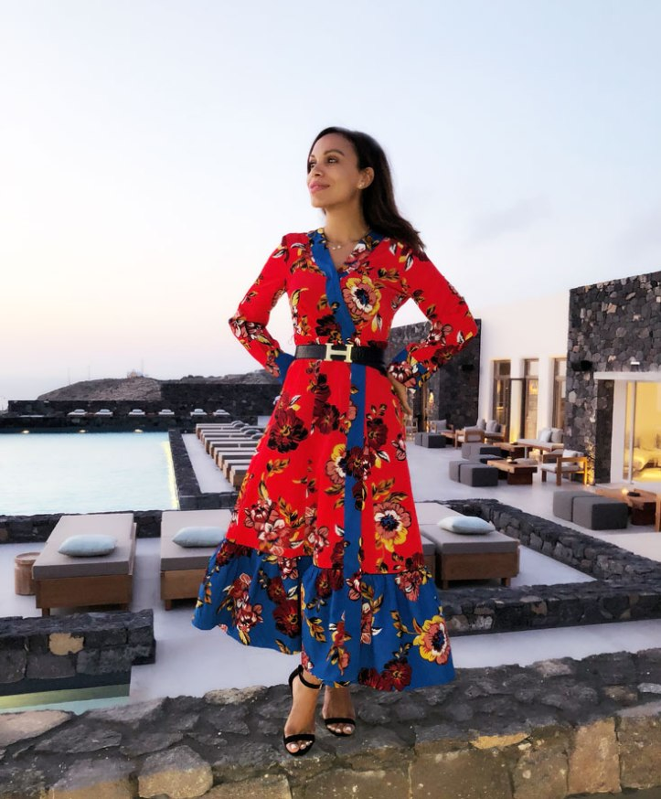 diamond-jewelry-printed-dress-vestido-estampado-hermes-buckle-luxury-belt-canaves-oia-epitome-hotel