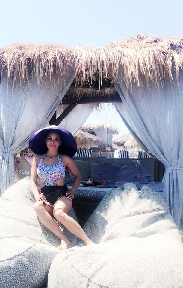 sea-gate-santorini-beach-club-cabana-in-santorini-fruit-and-sushi-angie-reyn-angienewlook