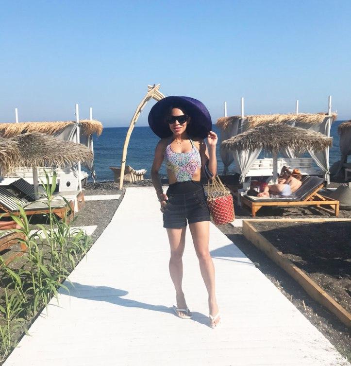 sea-gate-santorini-beach-club-summer-vacays