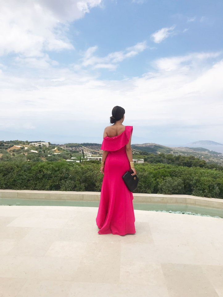 amanzoe-pink-dress-peloponeso-grecia-luxury-in-greece