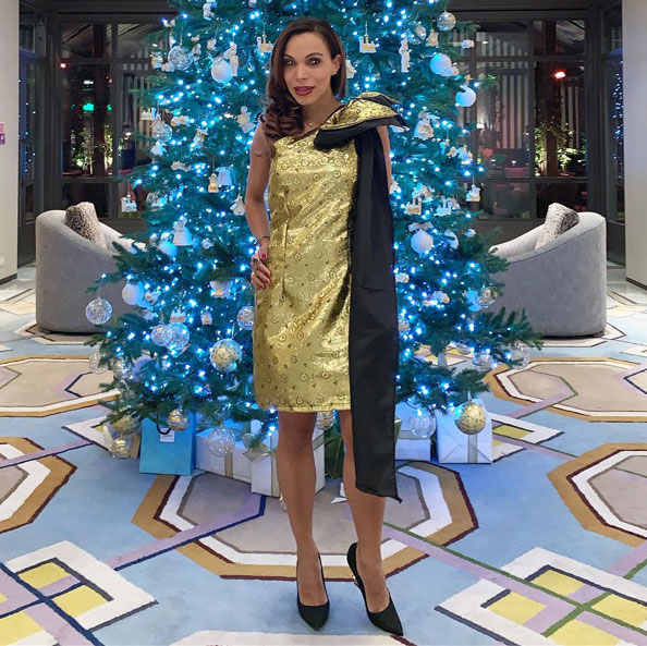 gold-and-black-dress-hotel-villamagna-de-madrid-angie-reyn