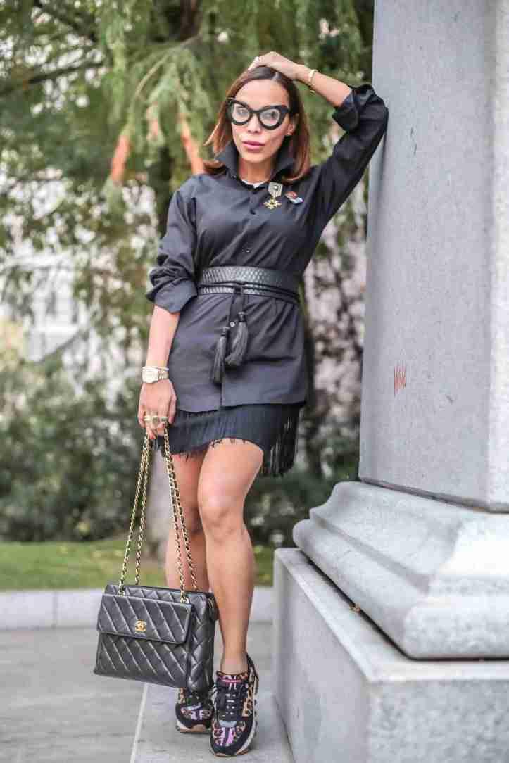 chanel handbag-black shirt-plaza colon