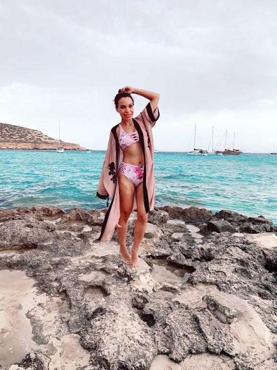 pink-bikini-cala-en-ibiza